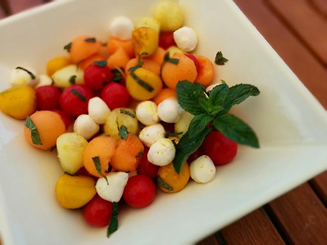 recette-salade-fraicheur-melon-tomate-mozzarella