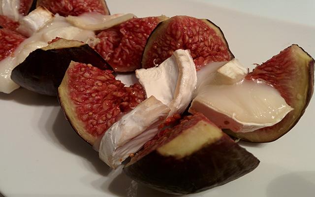 Recette des figues rôties au miel et au fromage de chèvre