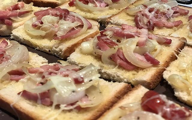 Recette des tartines gratinées aux oignons et au bacon - Mon Menu de la Semaine