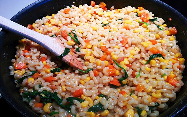Recette du risotto de coquillettes aux légumes, ricotta et basilic