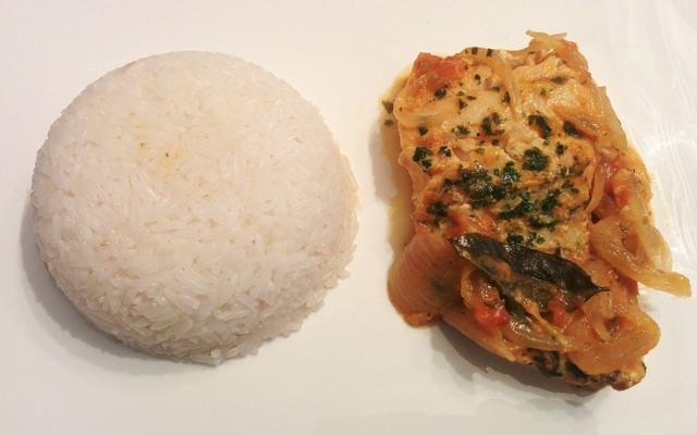 Recette de filets de merlan aux tomates, vin blanc et curry